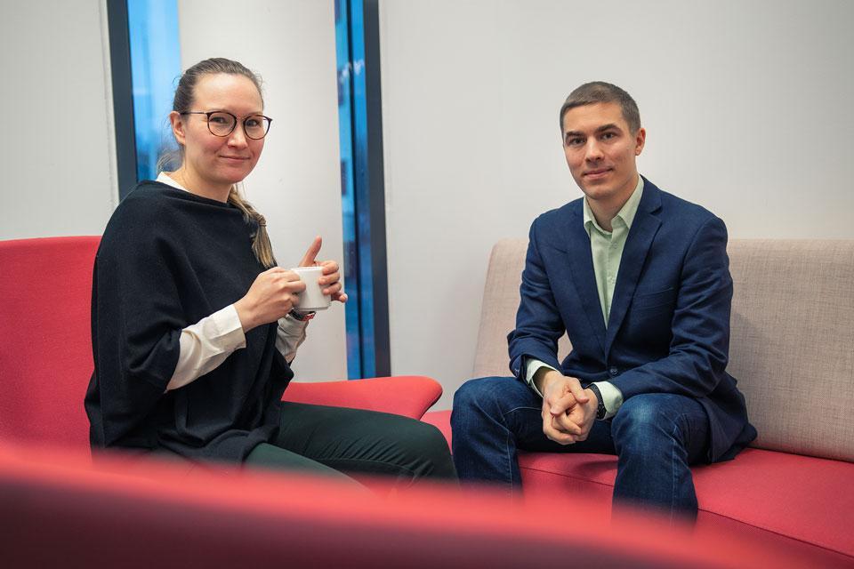 Nina Kokkonen ja Antti Rusanen keskustelemassa